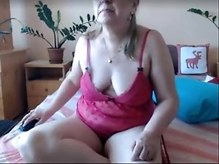 Sexy Mature Babe Fingering Her Pussy